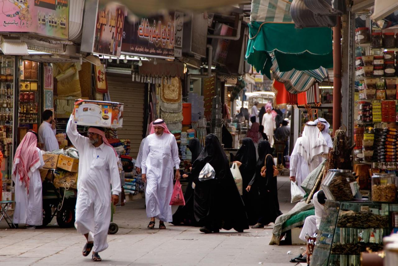 d65e959fd1dd0 السعوديون مصدومون بتطبيق أول ضريبة على السلع الكمالية في تاريخ دولتهم