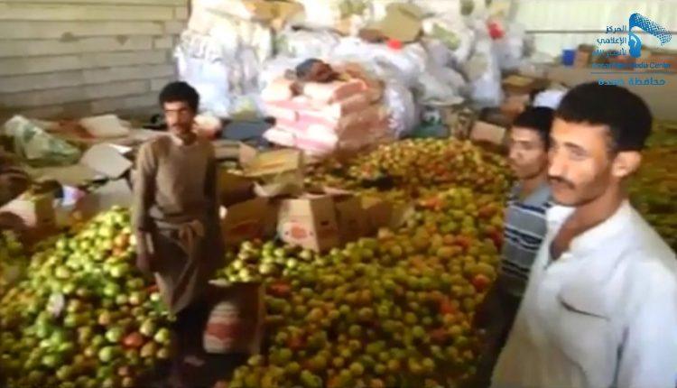 رئيس الوزراء ومحافظ صعدة يتفقدان أحد الأسواق المركزية واحدى المزارع النموذجية (30584717) 